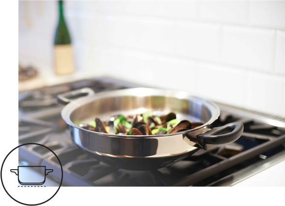 iCook™ pan with food cooking on a gas stove. iCook™ Optitemp™ icon showing even heat distribution under an uncovered pot.